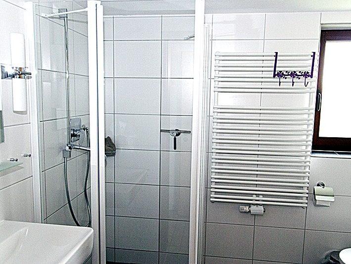 Neu renoviertes Badezimmer Haus 93 im Feriendorf Öfingen Haus Mohnblume