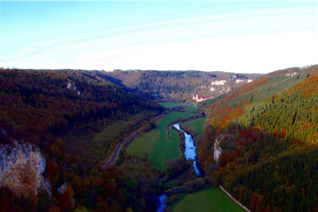 Blick vom Knopfmacherfelsen ins Obere Donautal